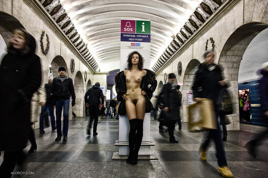 уже совсем эротика в московском метро фото палатки рушились